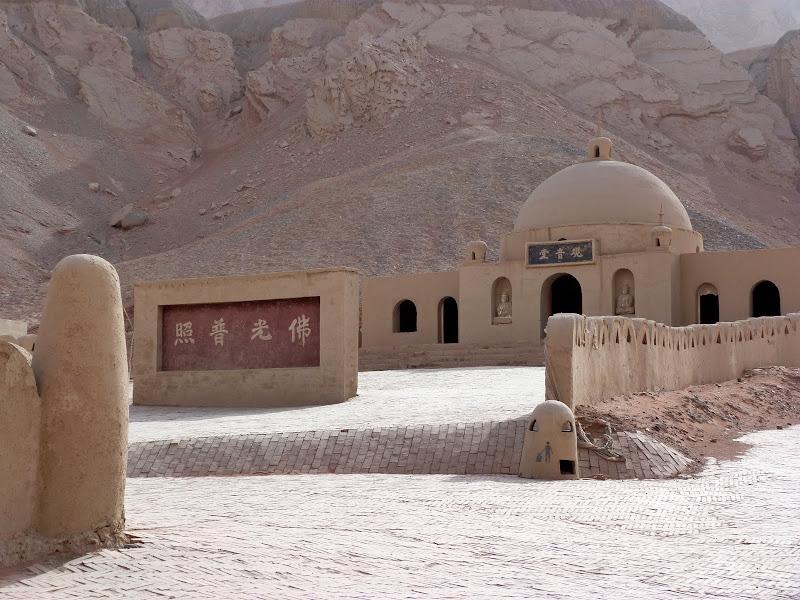 XINJIANG.  Turpan. Ancient city of Jiaohe, Flaming Mountains, Karez, Bezelik Thousand Budda caves - P1270966.JPG