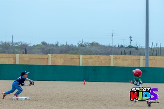 Juni 28, 2015. Baseball Kids 5-6 aña. Hurricans vs White Shark. 2-1. - basball%2BHurricanes%2Bvs%2BWhite%2BShark%2B2-1-17.jpg