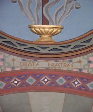 """""""Orate Frates"""", que significa, """"Orai Irmãos"""""""