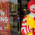 Desesperados, McDonald's dos EUA oferece Iphone pra quem aguentar trabalhar pra eles por 6 meses
