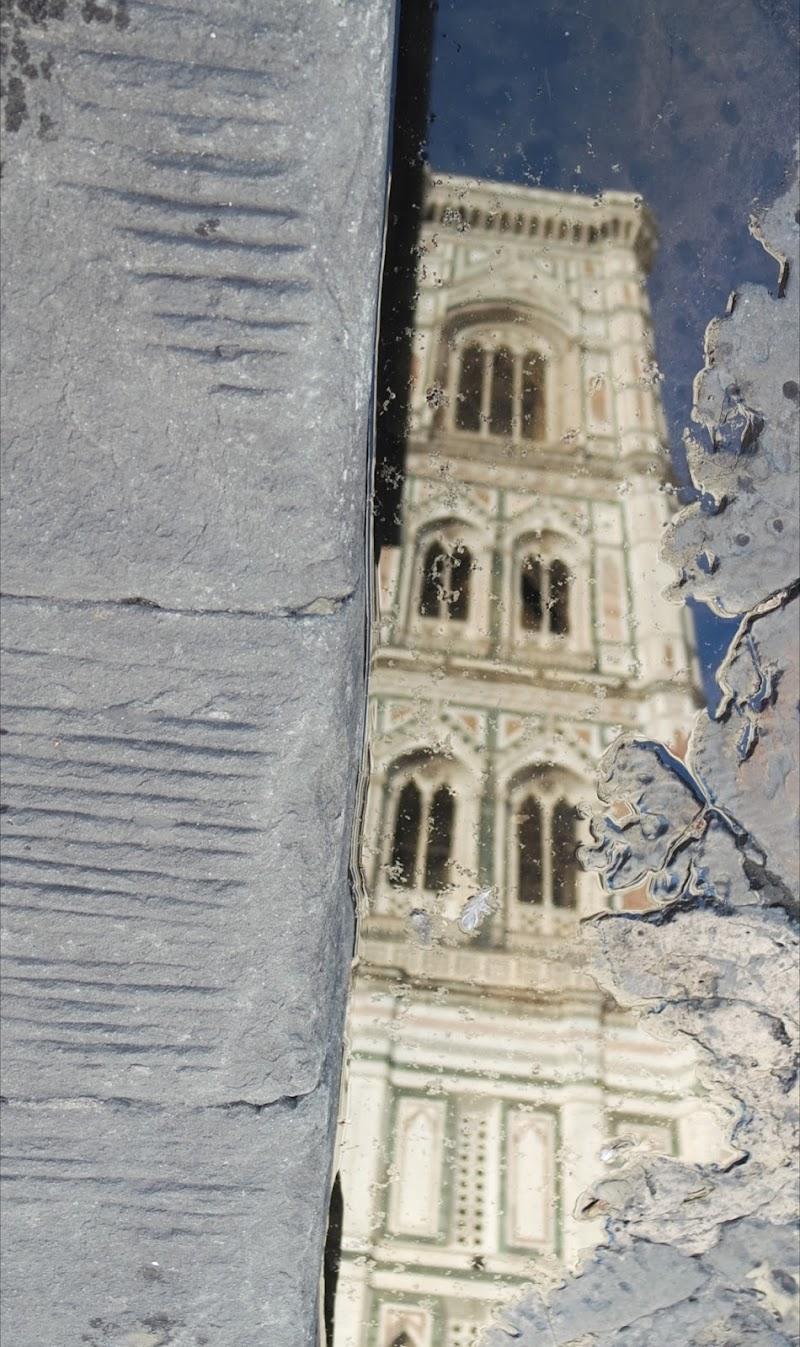 Il campanile nella pozzanghera.  di lorispnzani