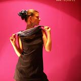03-11 šaty límce