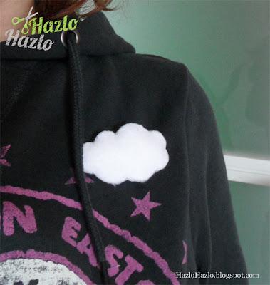 Hacer un broche de fieltro con forma de nube.