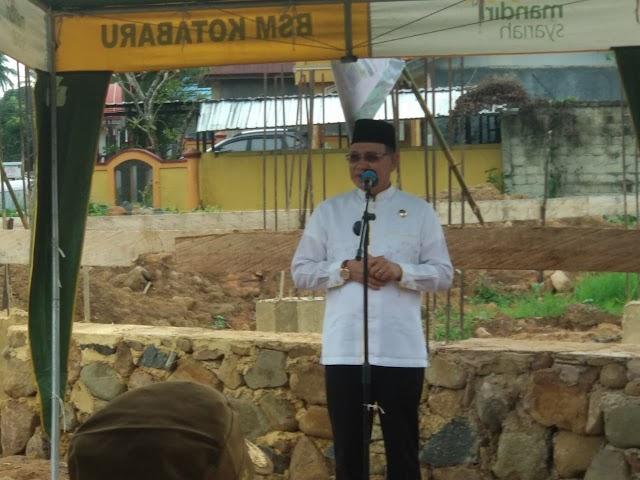 Usai Dilantik, Bupati Sayed Letakan Batu Badar di Masjid Ini