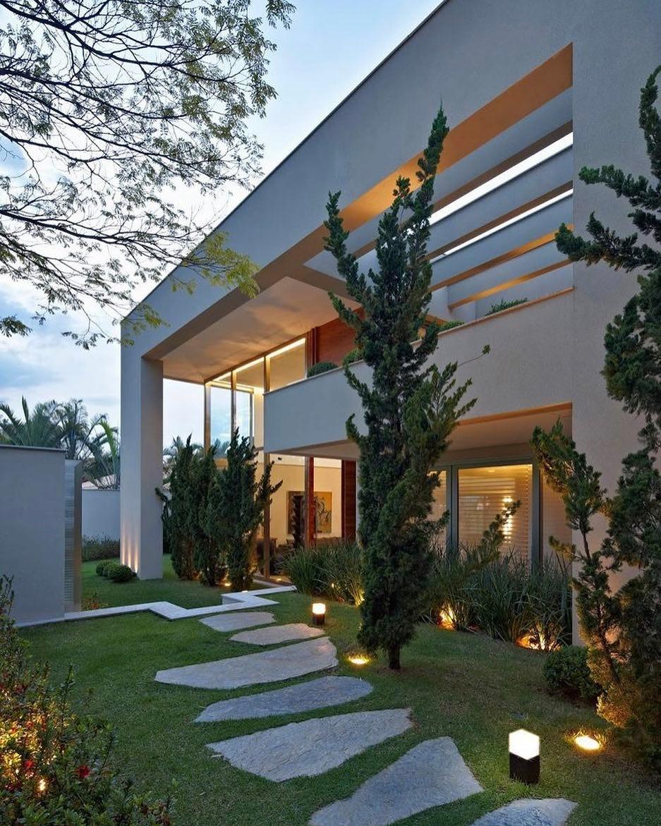 fachadas-de-casas-modernas-y-lujosas9
