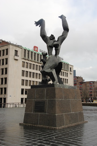 Statue to the suffering of Rotterdam in the Blitz 1940