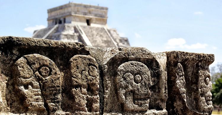 Mesa de sacrificio en Chichen Itzá