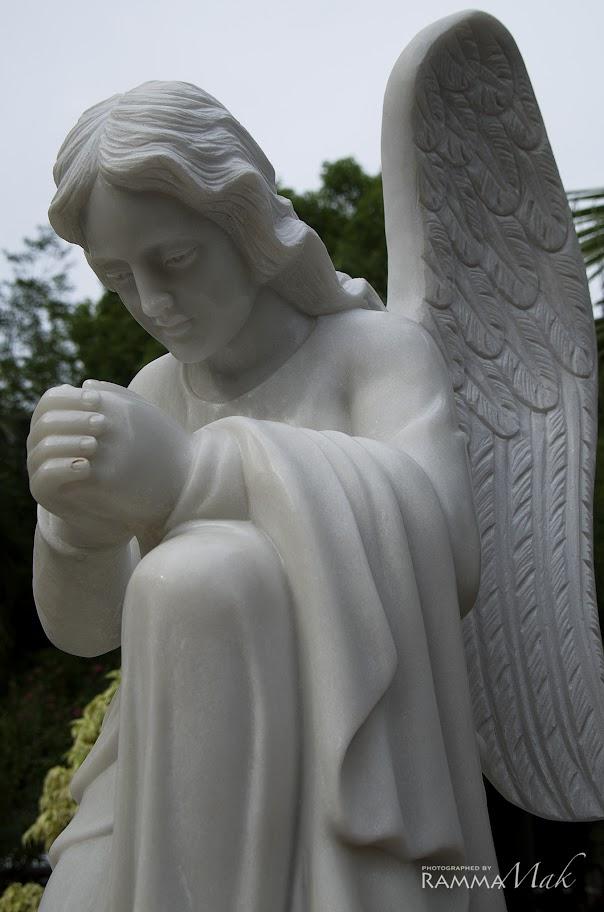 聖老楞佐堂外的天使雕塑