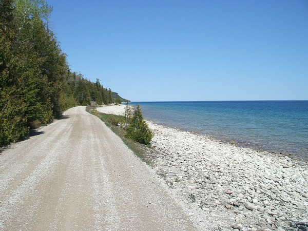 1200px-2007.05.17_45_Road_Dyers_Head_Cabot_Head_Ontario