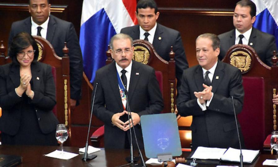Presidente Medina anuncia incorporación de 900 soldados más para proteger la frontera