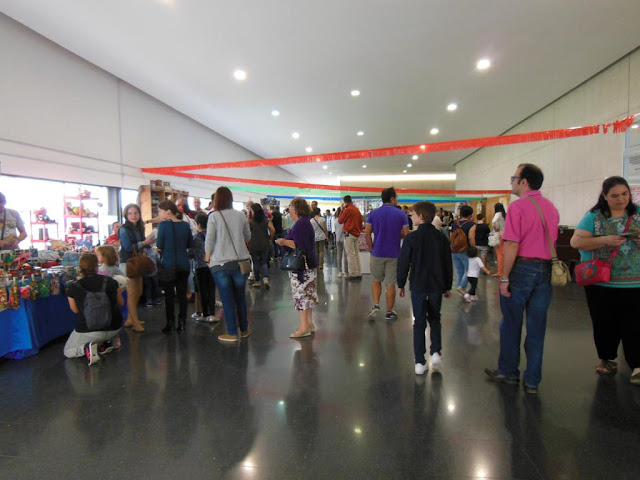 Interior de la Feria Albatoy