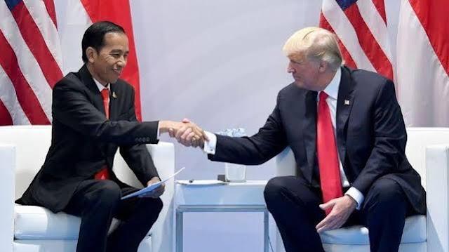 Foto: Donald Trump dan Jokowi. Bela RI di Natuna, AS Anggap Klaim China di LCS Ilegal.