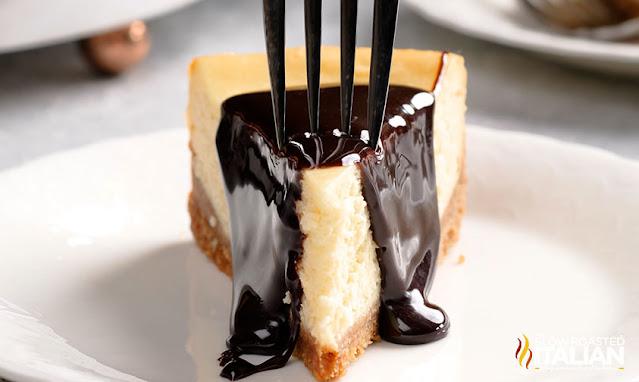 cheesecake with chocolate sauce