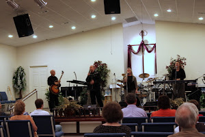 We felt a beautiful presence of the Lord in this service.