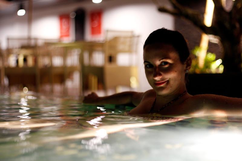 Relajándonos en la piscina del hotel Neo Malioboro (Yogyakarta)