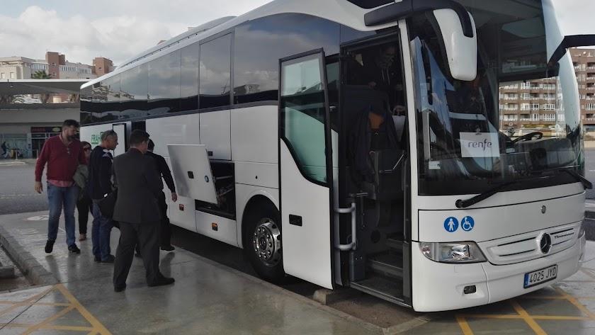 Trasbordo en bus para ir a la estación de Huércal.