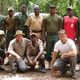 H. Bloch et J.-F. Christensen avec les Rangers du PN d'Ankasa (Ghana occidental), 17 décembre 2013