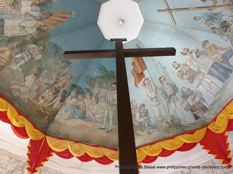 Cebu . Magellan Cross  Photo by naruwan and not by Klaus Biesel