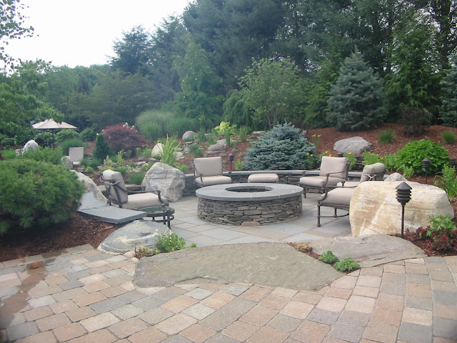 Outdoor fire pit room