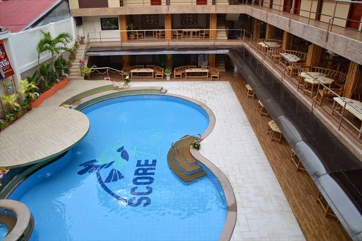 アンヘレスのホテル - スコアバードホテルのプールの様子