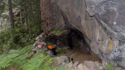 Installation dans la grotte-bergerie