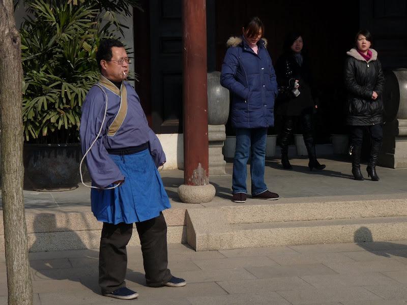 Suzhou.saut à la corde et cigarette au bec...