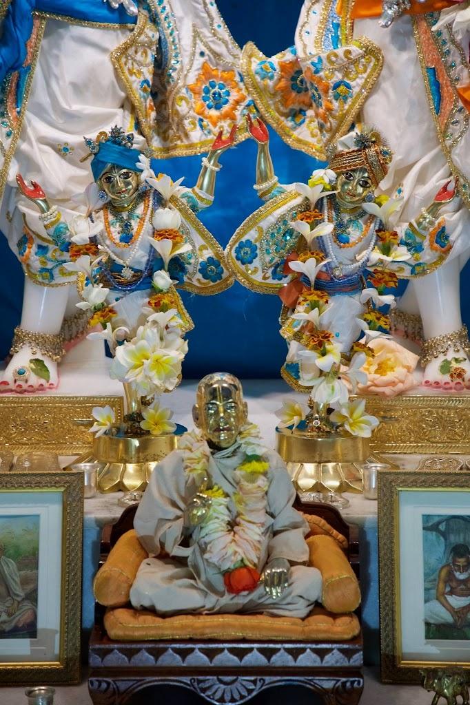 ISKCON New Govardhan Deity Darshan 08 Dec 2016 (6)