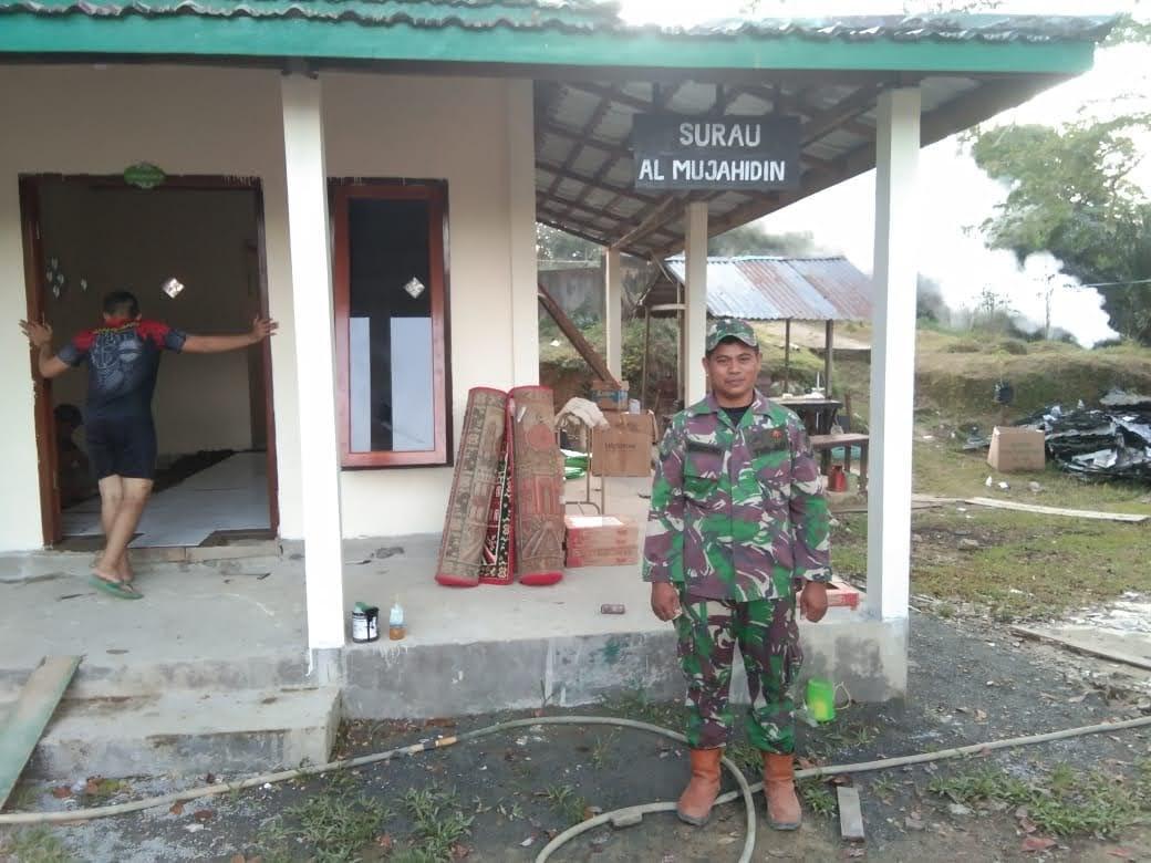 ZIDAM XII/TPR Ikut Berpartisipasi Dalam Pembangunan SURAU MUJAHIDIN Di Perbatasan Malaysia- Indonesia