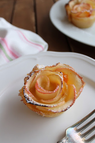 Not 2 late to craft: roses de pasta de full per Sant Jordi / puff pastry roses for Saint George's
