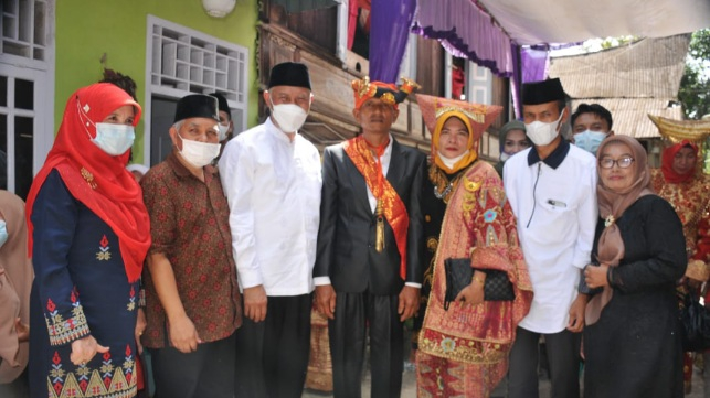 Gubernur Buya Mahyeldi Hadiri Adat Basalin Baju Pusako Datuak Rajo Malintang Kayo