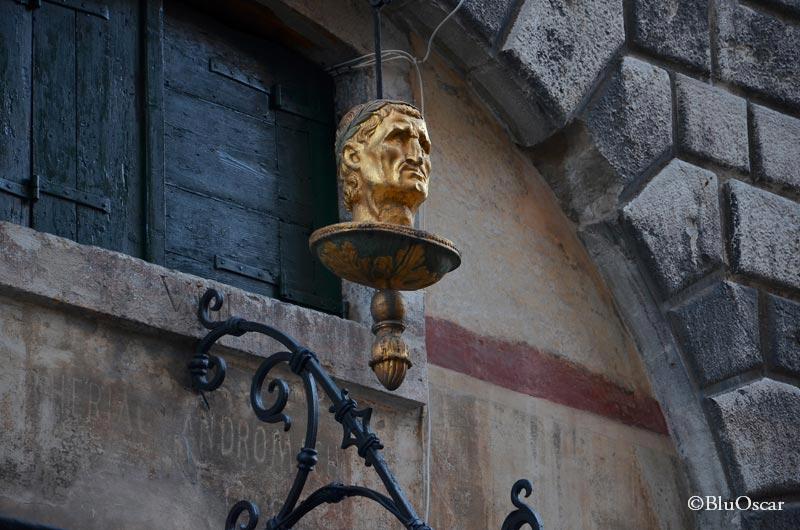 La testa d oro N 4
