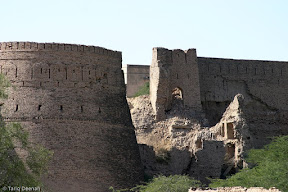 The crumbling Derawar Fort