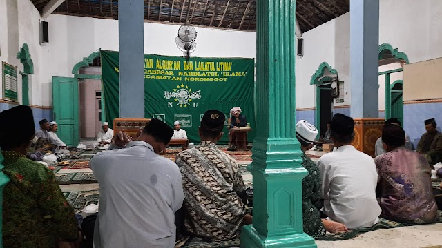 Lailatul Ijtima MWC NU Ngronggot di Masjid Al-Misriyah Dusun Mindi Desa Kelutan