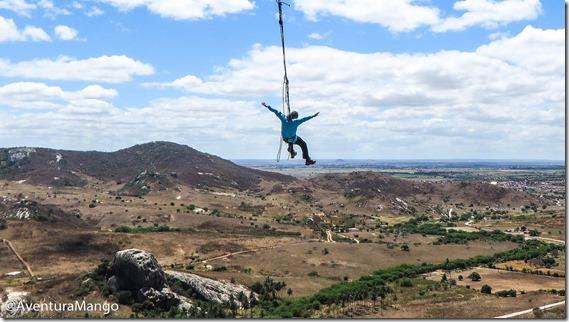 Jodrian voando no pêndulo da Pedra da Boca