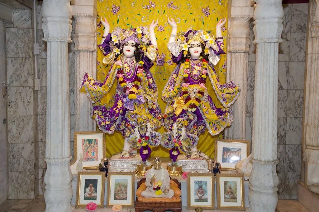ISKCON New Govardhana Deity Darshan 22 Dec 2016 (50)