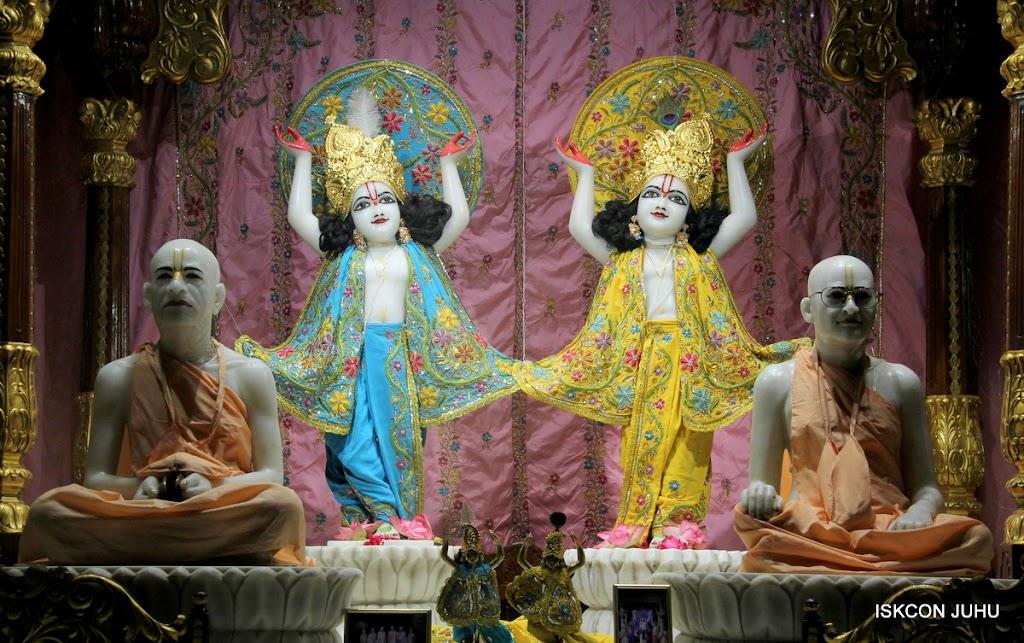 ISKCON Juhu Mangal Deity Darshan on 27 April 2016 (29)