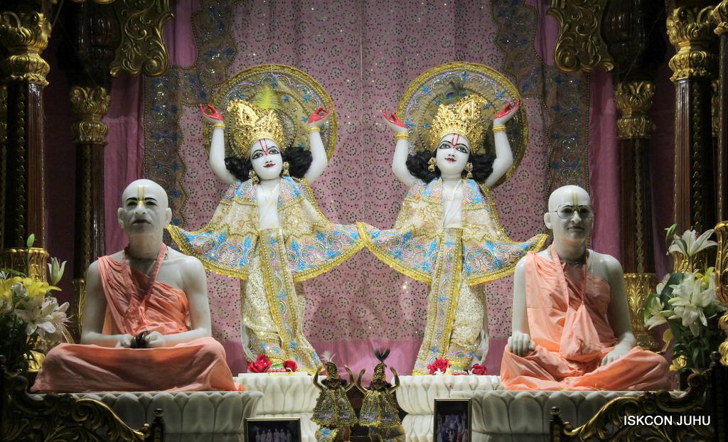 ISKCON Juhu Mangal Deity Darshan on 24th Oct 2016 (30)