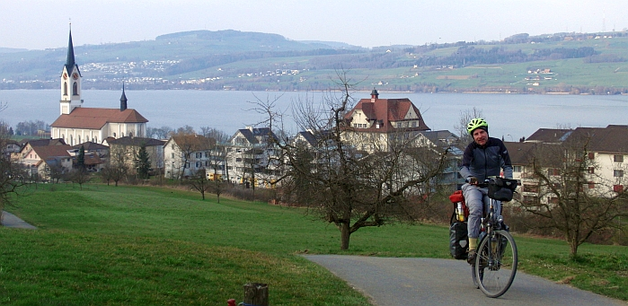 Chris on the Bike: Finaler Anstieg bei Nottwil am Sempachersee (Foto: Anna Babl)