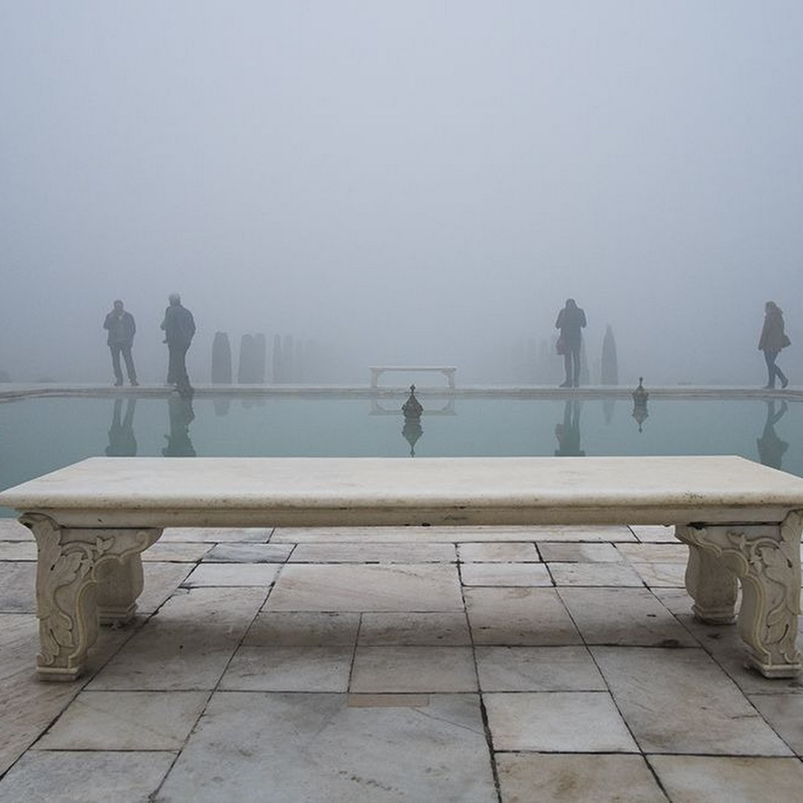 Photos of World's Famous Monuments Taken The Other Way
