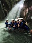 Des rires et de la joie dans ce canyon pour ce groupe d'enterrement de vie de jeune fille!