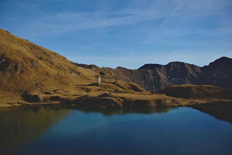 Lacul Caprei, verde si pe jumatate inghetat.