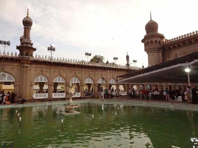 Hyderabad - Rare Pictures - Iftar%2Btime%2B%2540%2BHyd%2Bki%2Bdhadkan%2B%2527Mecca%2Bmasjid%2527%2B%253C3