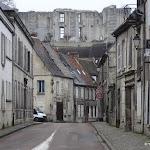Rue Saint-Waast et château