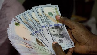 Dollar Drops Below N400/$ For First Time In Seven Months