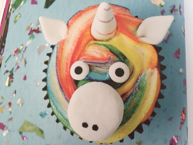 rainbow-unicorn-cupcake