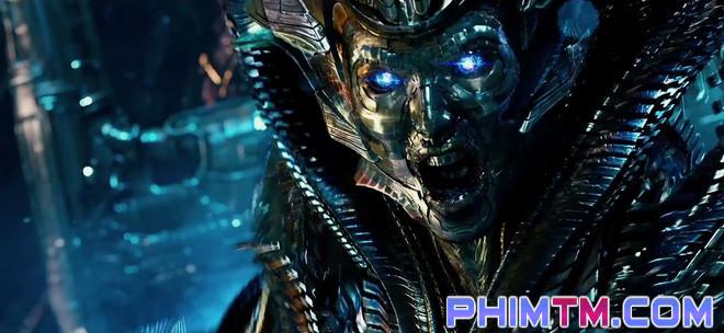 """17 chi tiết thú vị có thể bạn đã bỏ lỡ trong """"Transformers: The Last Knight"""" - Ảnh 8."""