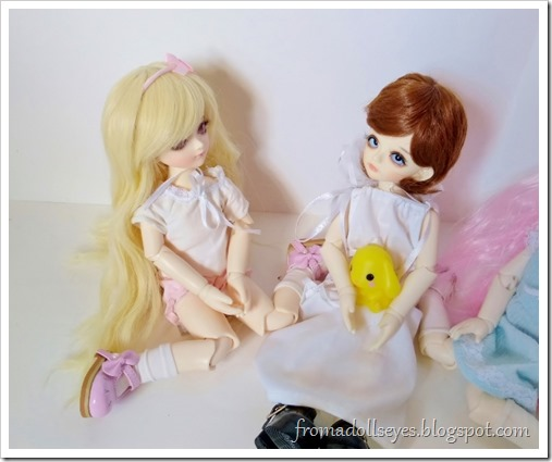 The noisy blond bjd (Sakura) is saying something to the little boy bjd (Makoto).  It sounds unintentionally rude.