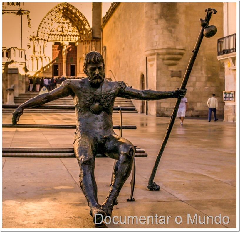 Plaza Rey San Fernando Burgos, estátua Peregrino Burgos, Caminho de Santiago