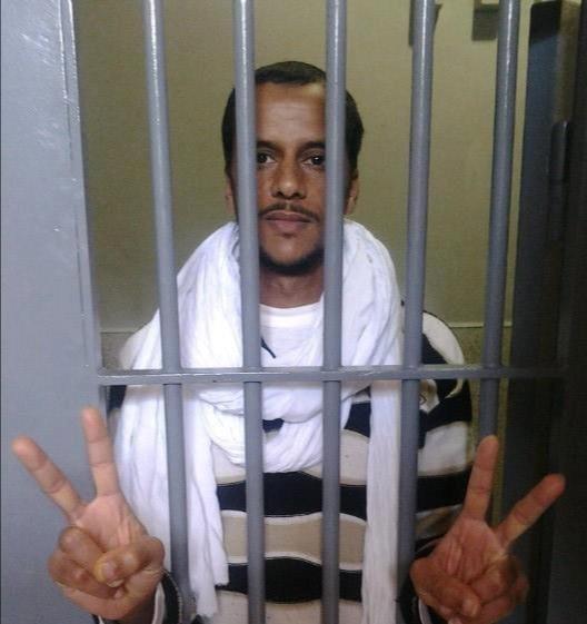 El preso político saharaui Mohamed Lamín Haddi entra en hipotensión tras 37 días de huelga de hambre por sus derechos.
