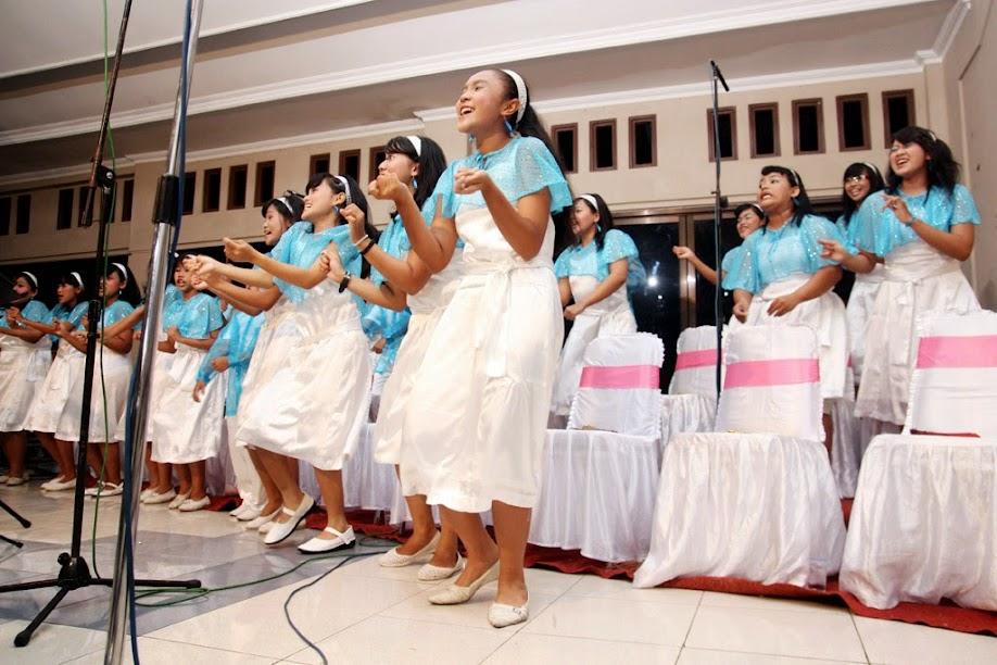 wedding singer in ceremony